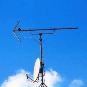 テレビアンテナ工事はどこに依頼すべき?専門業者?家電量販店?