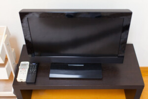 テレビ自体の画面が真っ暗になっている時の原因や対処法